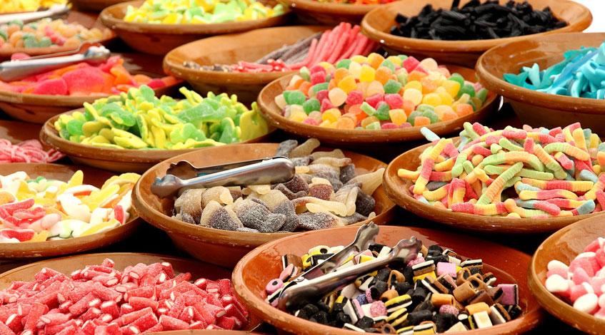 Recursos decorativos para una Candy Bar de comunión