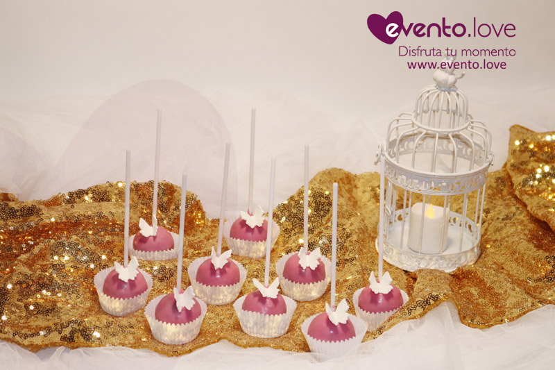 detalles boda mágica vela candelabro jaula mesa dulce cake pops rosa mariposa blanca