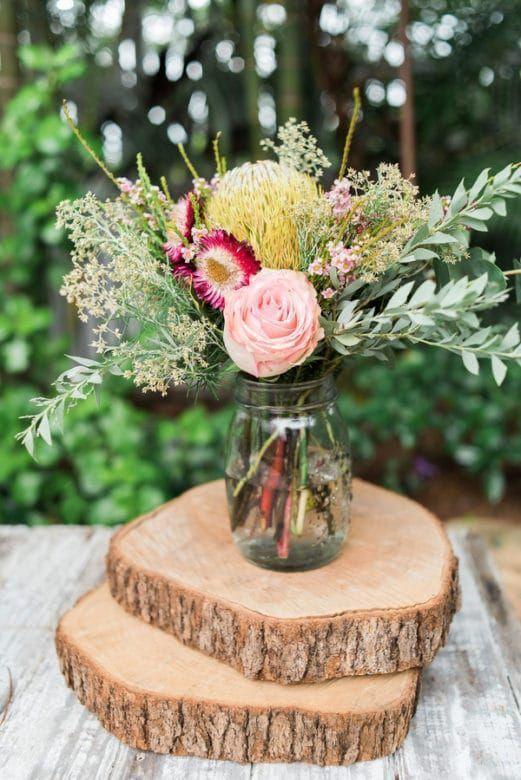 boho chic madera flores jarrón cristal bosque mesa