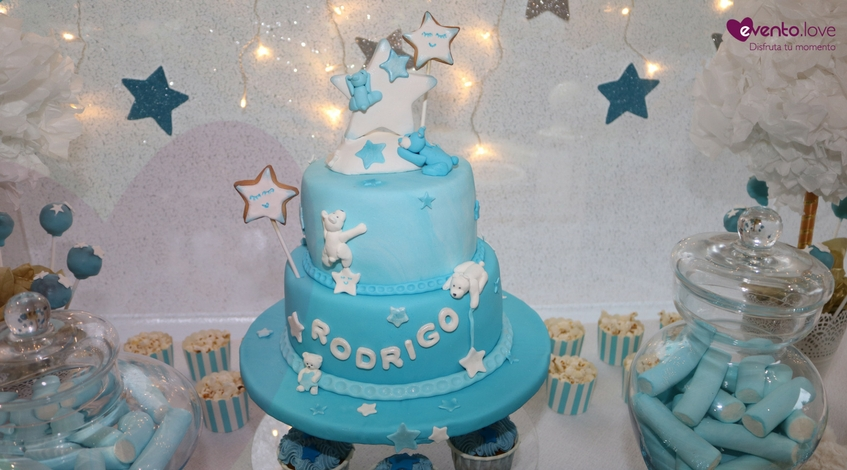 Tarta fondant azul con osos y estrellas para Baby Shower evento de bebé
