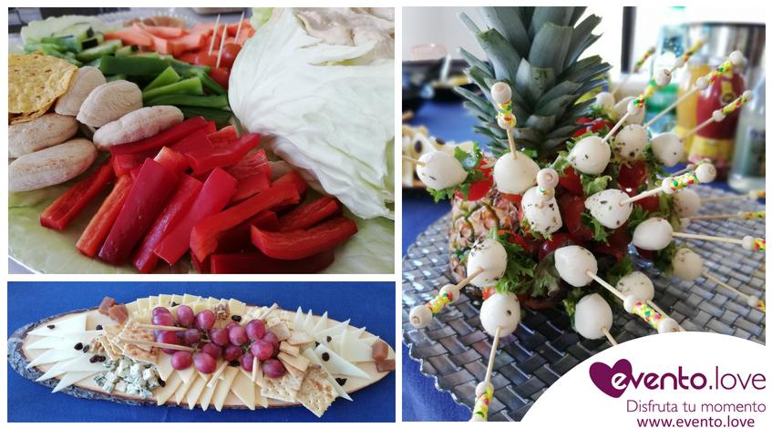 Bandejas de catering para cumpleaños uvas queso humus crudivegano pinchos
