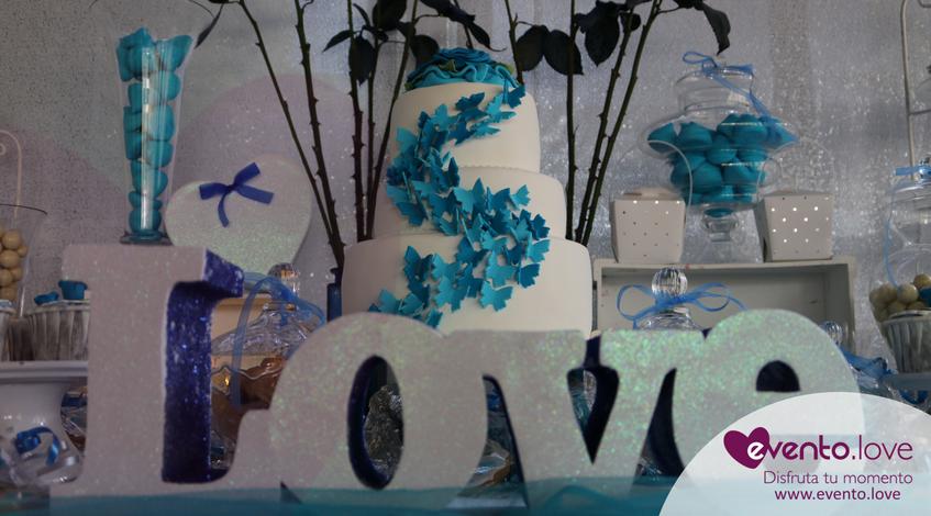 love boda con rosas azules enlace tarta mariposas blanca nupcial mesa dulce chuches azules madrid