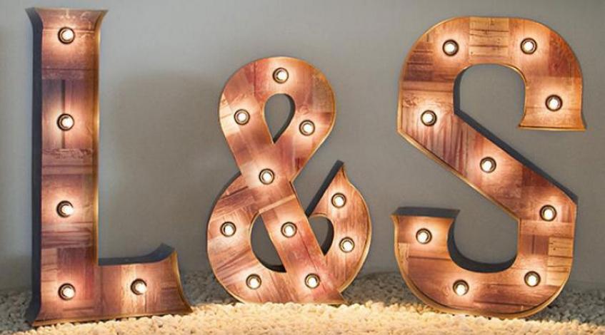 alquiler iniciales boda luminosas bombillas L & S letras celebración madera 70 cm decoración con letras gigantes Madrid