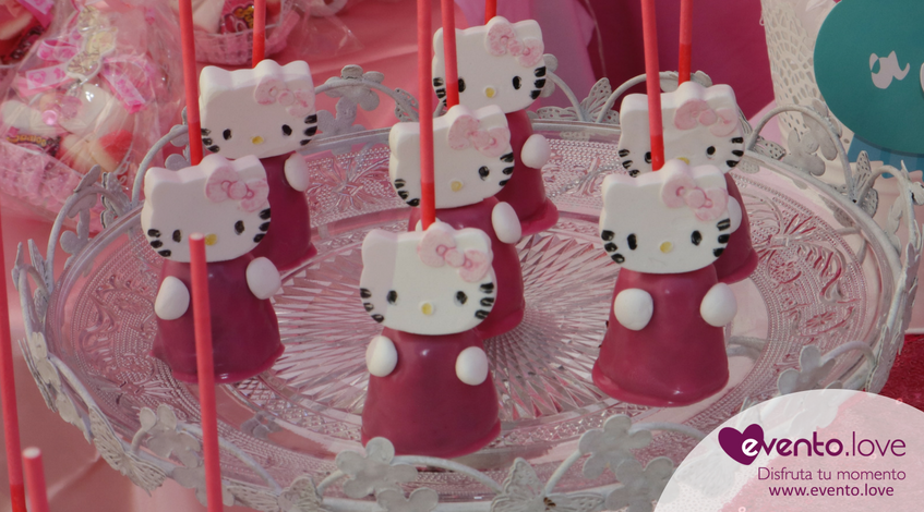 baby shower de Hello Kitty Madrid mesa dulce cakepops candy bar rosa blanco