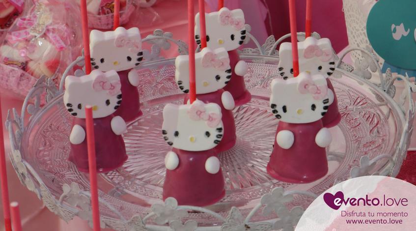 baby shower de Hello Kitty Madrid mesa dulce cakepops candy bar rosa blanco