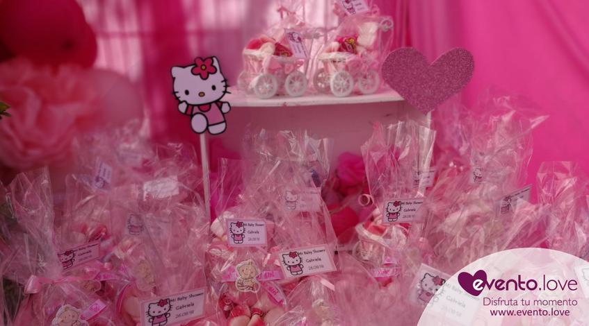 baby shower de Hello Kitty Madrid mesa dulce detalles regalos invitados personalizados rosa detalles para los invitados al baby shower Madrid