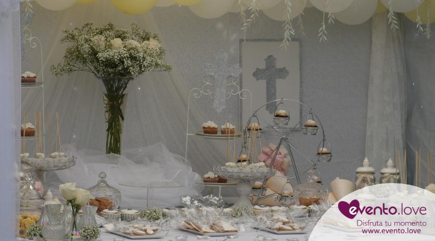 primera comunión temática cruz angelitos angel mesa dulce Madrid comuniones flores cupackes