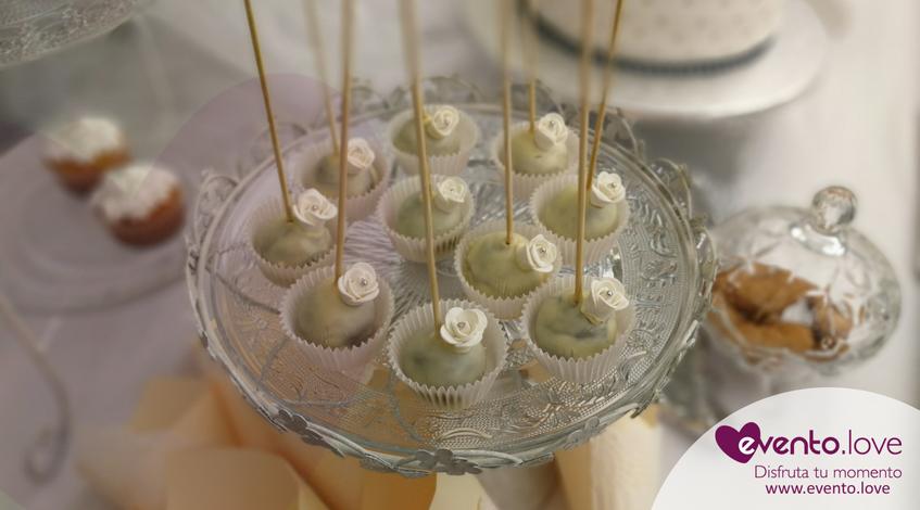 triple celebración en el jardín cakepops personalizadas temáticas bautizo comunión blanco
