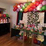 Una mesa dulce temática con el conejito Bing para el cumpleaños de Ignacio
